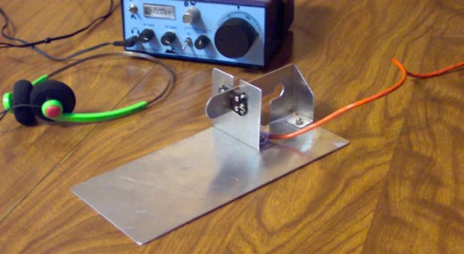 DXZone Ultra-lightweight Morse code keyer paddle